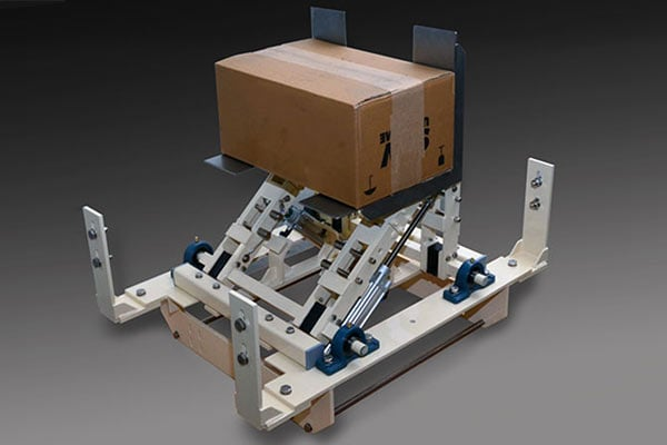 Sonderanfertigung einer automatischen Kartonwendestation für ein bestehendes Fördersystem
